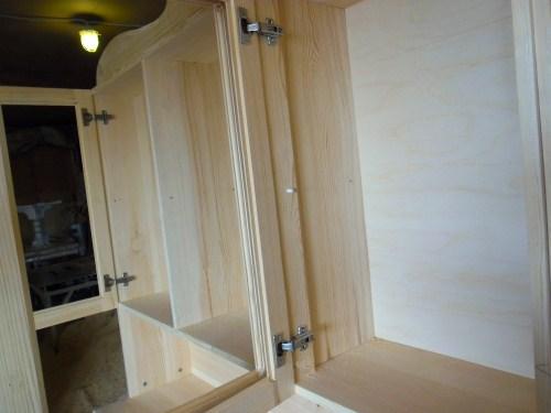 Трехдверный шкаф, разметка и установка дверок