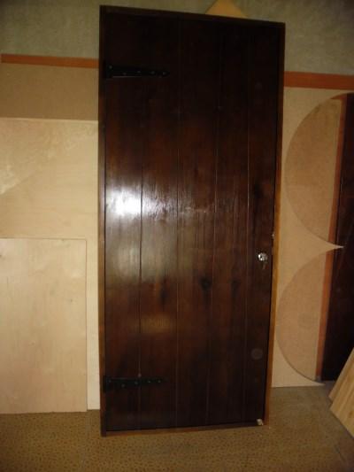 Двери из досок